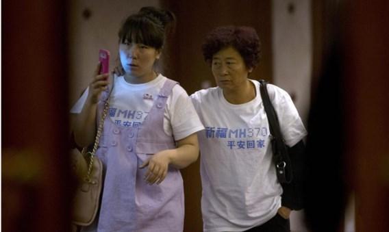 Verwanten van de Chinese passagiers verwijten de Maleisische autoriteiten gebrek aan informatie.