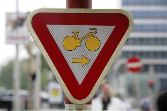 'Beter om fietsers nooit door rood te laten rijden'