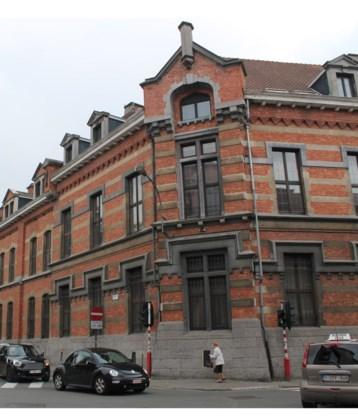 De bibliotheek komt in het vroegere gebouw van de gerechtelijke poltie.