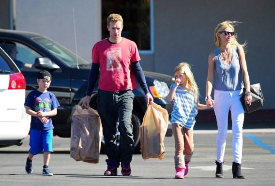 Chris Martin met Moses en Gwyneth Paltrow met Apple: ook na de scheiding moet de idylle blijven.