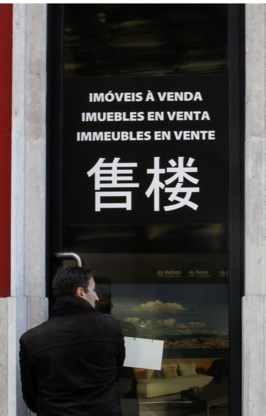In Lissabon richten vastgoedmakelaars zich tot rijke buitenlanders.