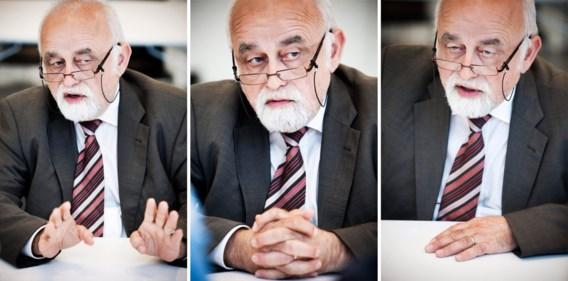 Jan Peumans (N-VA), voorzitter van het Vlaams Parlement: 'Als iemand tien minuten in de commissie naar zijn computerscherm komt kijken zonder iets te zeggen en daarna weer verdwijnt, is die dan aanwezig geweest?'