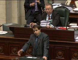 Politici willen Louis uit parlement