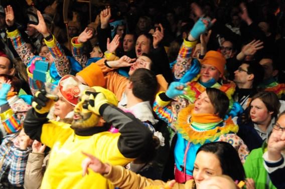 Zestien carnavalsvierders naar ziekenhuis in Halle