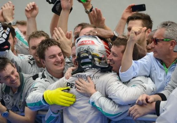 Hamilton domineert van start tot finish in Maleisië