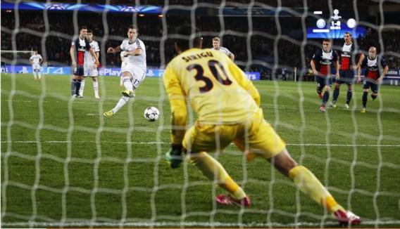 Eden Hazard stuurt PSG-doelman Sirigu de verkeerde kant uit en deponeert de bal met een flukse kniezwaai in de andere, lege hoek: even voor het halfuur staat het 1-1.