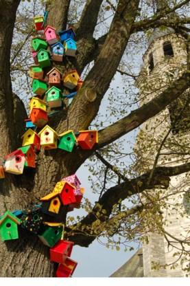 De vogelhuisjes zijn citymarketing.