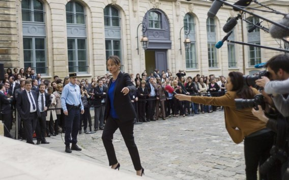 Ségolène Royal, pas benoemd als minister van Energie, Duurzaam Ondernemen en Energie, maakt zich op om de pers toe te spreken..