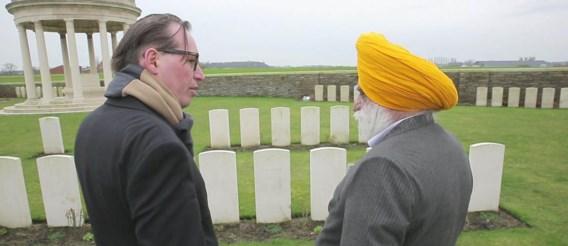 'Van hier tot hier moeten bijna allemaal Sikhs liggen', zegt een Indiase schrijver. Meer dan andere groepen werden Sikhs geschikt gevonden voor de strijd.