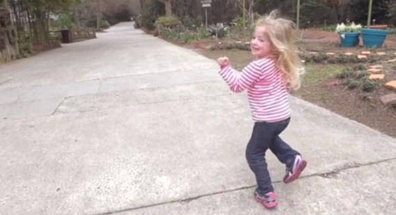 Ouders proberen dochter (4) met zeldzame ziekte te redden via virale video