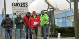 Vakbonden Lanxess: 'Eerst lopende conflict over CAO afhandelen'