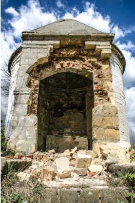 De kapel is zwaar beschadigd.