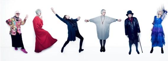 Sue (73), Bridget (75), Gillian (87), Jean (75), barones Trumpington (91) en Daphne (85): allesbehalve grijze muizen.