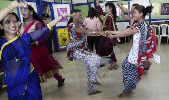 Transgenders vieren in Mumbai de beslissing van het Indiase Hooggerechtshof.