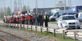 Werkwilligen duiken op aan de poorten van Lanxess Rubber in Zwijndrecht