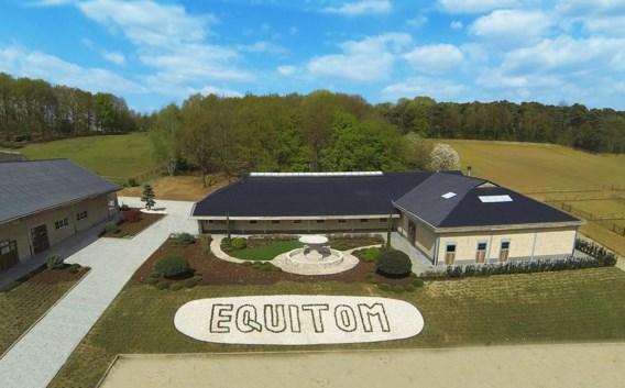 Paardenkliniek Equitom vanuit de lucht gezien.