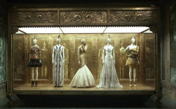 Populaire expo Alexander McQueen komt naar Londen