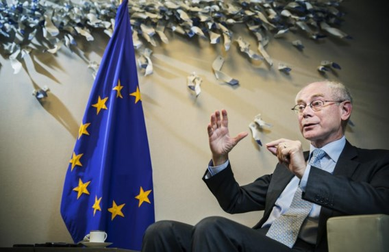 Herman Van Rompuy: 'De les uit mijn publiek leven is dat beslissingen vaak worden genomen met de rug tegen de muur, de afgrond voor ogen en het mes op de keel.'
