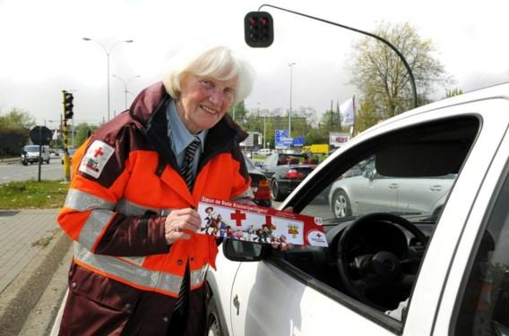 'Haal die vrijwilligers van het Rode Kruis van kruispunten'