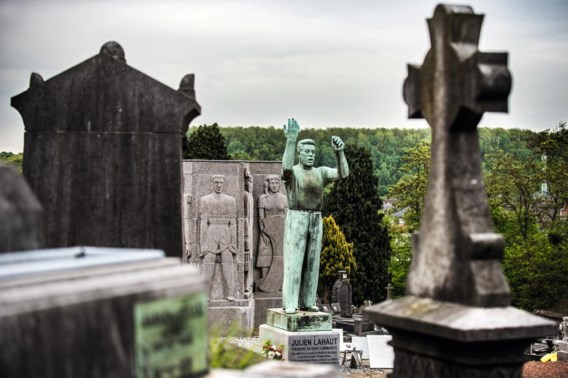 Het standbeeld van Julien Lahaut, 'l'homme qui avait le soleil dans sa poche', op het kerkhof van Seraing.