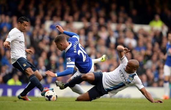 Vincent Kompany stopt Ross Barkley af. Na zijn mindere wedstrijd tegen Liverpool leek de Belg tegen Everton weer de oude.