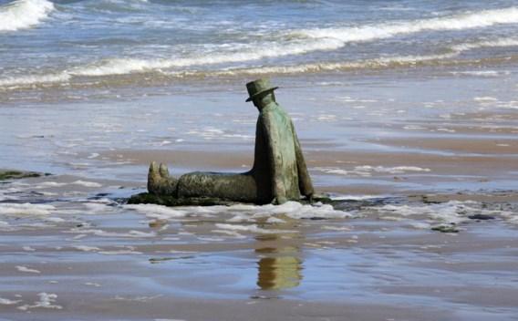 'La mer, ce grand sculpteur' van Jean-Michel Folon op een golfbreker in Knokke.