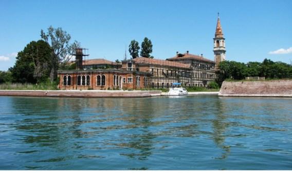 Een burgercollectief wil vermijden dat het zoveelste eiland in de lagune van Venetië na een miljoenenverkoop in de handen valt van een rijke stinkerd.