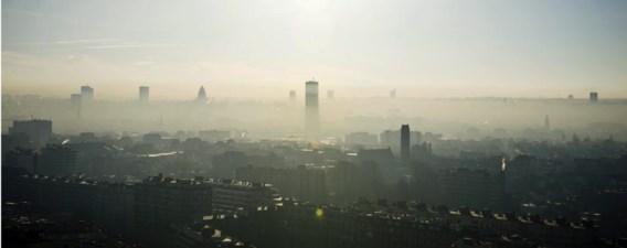 Smog boven Brussel: 'Luchtvervuiling verlaagt de levensverwachting met een jaar.'