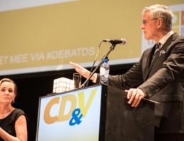 Peeters: 'onzinnige strategie van N-VA'