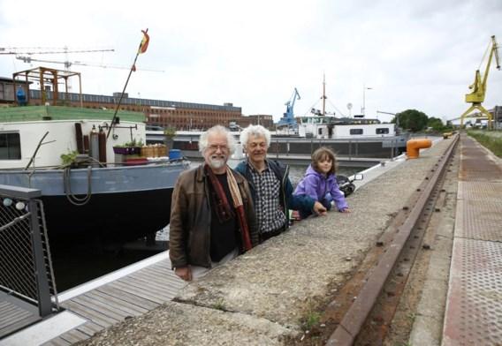 De woonbootbewoners willen geen nieuwe brug.