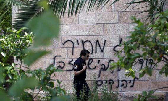 Haatgraffiti van extremistische joden op een kerk in Jeruzalem. De boodschap: 'Koning David van de Joden en Jezus zijn rotzooi'.