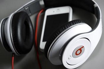 Een koptelefoon van Beats en een iPhone van Apple: de ideale combinatie?