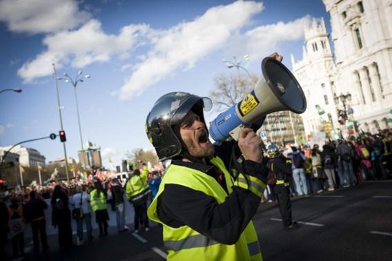 Het besparingsbeleid dat Europa aan het zuiden oplegde, kwam keihard aan bij de kwetsbare bevolking. Dat leidde (foto Madrid) tot felle protestbetogingen.