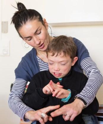 Dove jongeren zouden vooral veel informele gesprekken in gebarentaal moeten kunnen voeren.