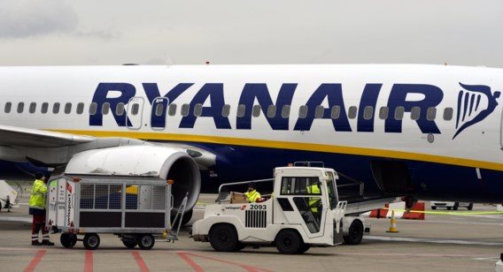 Concurrentieslag bezorgt Ryanair lagere winst