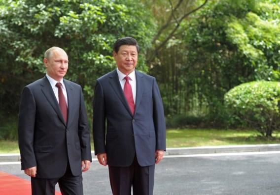 Poetin en Xi vergaderen in Shanghai