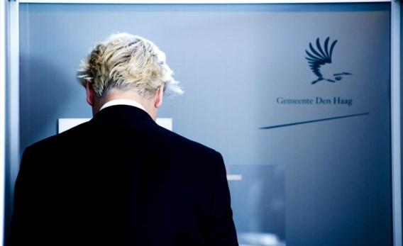 Geert Wilders brengt zijn stem uit in Den Haag. Volgens de exitpolls verliest de PVV, die zich als anti-Europese partij profileert, zwaar.