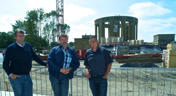 Philip Rathé (midden) en collega gemeenteraadsleden Arnel Calcoen (rechts) en Jo Rousseau.