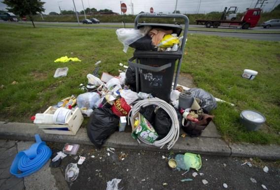 Afval trekt ander afval aan, zeker op parkeerterreinen langs snelwegen.