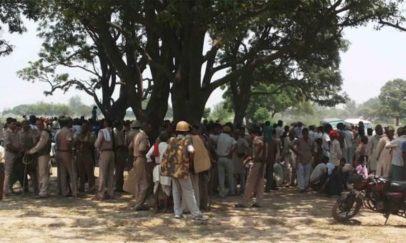 Vijf arrestaties na groepsverkrachting en moord op Indiase tieners