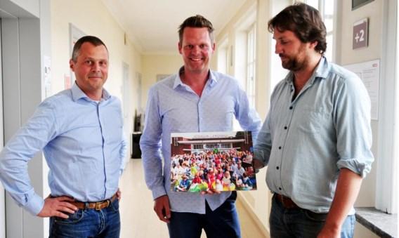 Jeroen Thibaut, Pieter Ballegeer en Lode Steenhoudt brachten voor de schepen een foto mee van het protest op 1 mei.