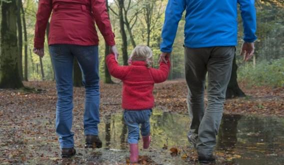 'Ik pleit ervoor om de verblijfsregeling om de twee jaar te herzien, en bij jonge kinderen onder de vijf jaar zelfs jaarlijks', zegt Claire Wiewauters.