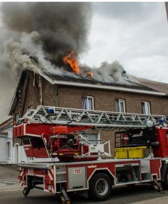 De twee voorste gebouwen van het gebedshuis zijn vernield.