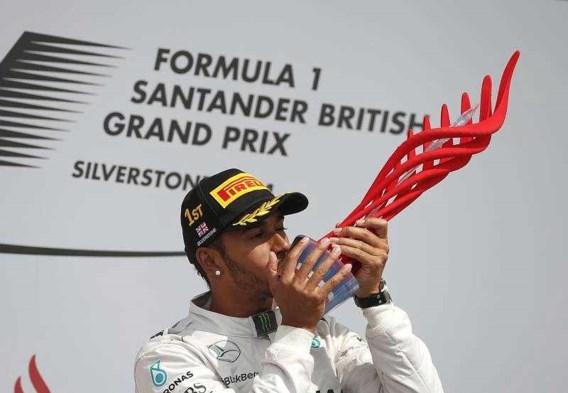 Hamilton zegeviert in Silverstone, opgave voor Nico Rosberg