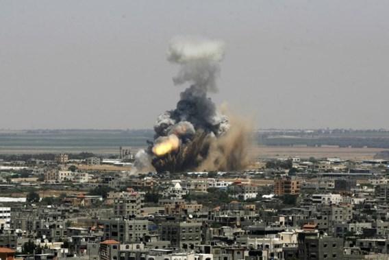 Rook en vuur rijzen op boven Rafah in de Gazastrook. Israël voert de militaire druk op Hamas op.