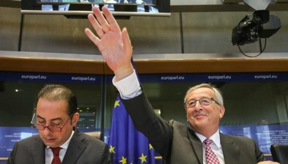 Jean-Claude Juncker sprak gisteren met de Europese sociaaldemocraten (l.: fractievoorzitter Gianni Pittella).