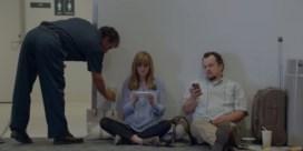Samsung lacht met 'muurknuffelende' iPhone-gebruikers