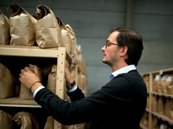 'Wij hebben bonen liggen uit alle koffieproducerende landen', zegt commercieel manager Matthias De Smedt.