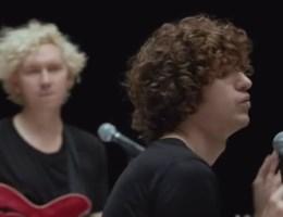 Bekijk de nieuwe videoclip van The Kooks