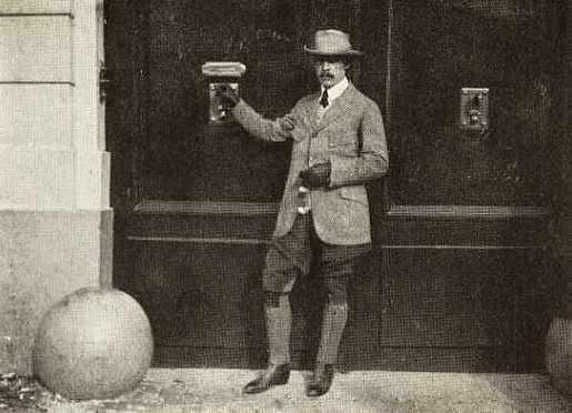Vanuit het Hotel Antoine aan de Schoenmarkt in Antwerpen rapporteerde de Amerikaanse correspondent met veel empathie over de oorlog.